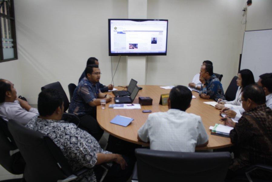 Saat diskusi dan menjadi narasumber bersama para pimpinan Pusdiklat Mineral dan Batubara Kementrian ESDM membahas perancangan tim e-learning internal. Bandung, 19 Mei 2014