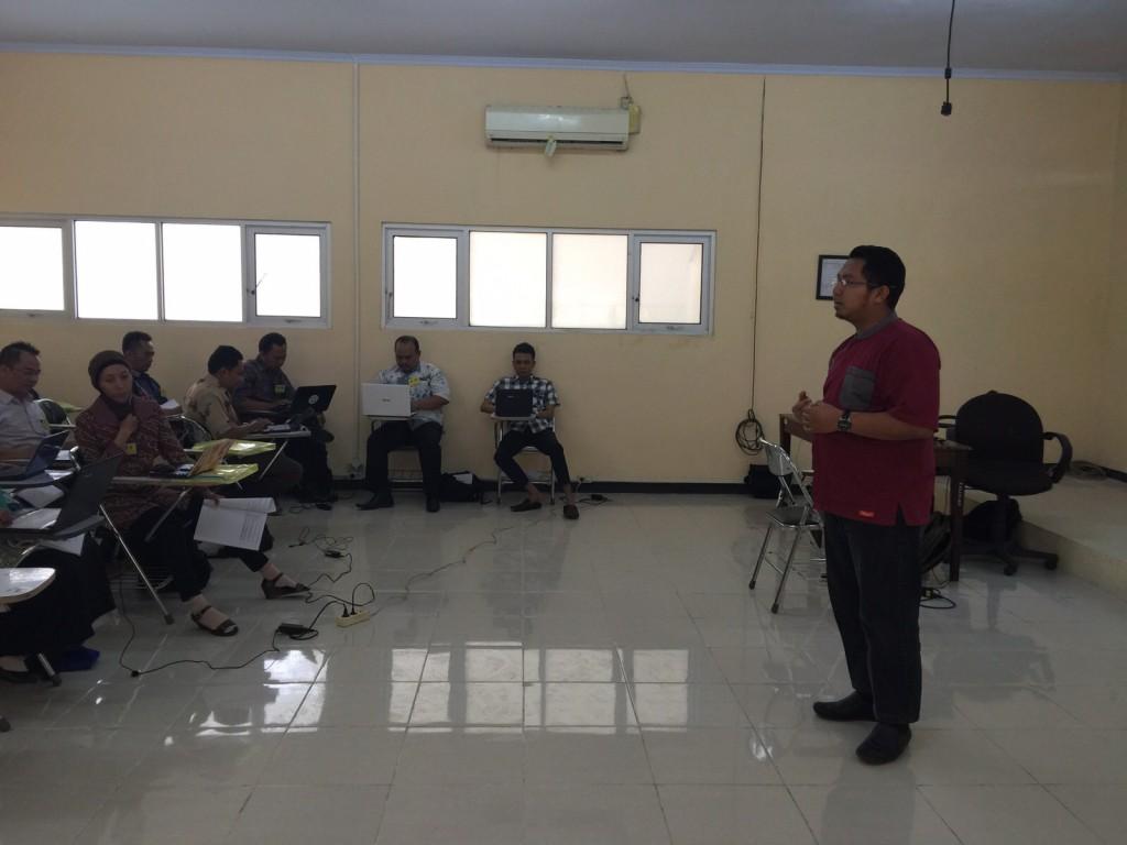 Suasana di kelas saat pemberian materi bagi guru-guru TIK se-Provinsi Banten. LPMP Banten 8-13 Oktober 2015.