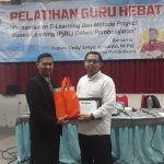 Narasumber pelatihan pengantar e-learning dan project based learning